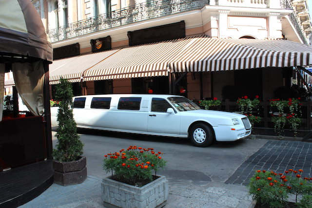 4 Tips for Scheduling Your Next Limo Ride