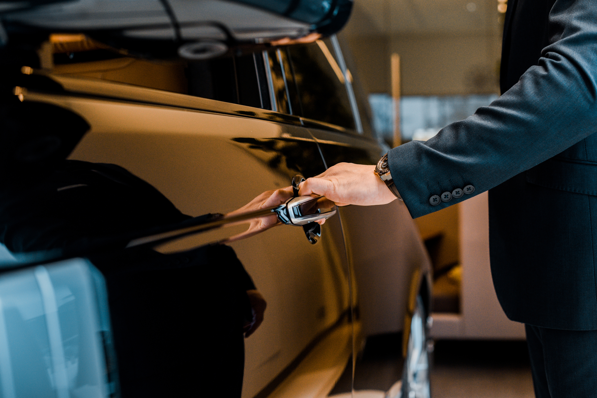 5 Reasons to Choose a Luxury Car Service Over Ordering a Cab