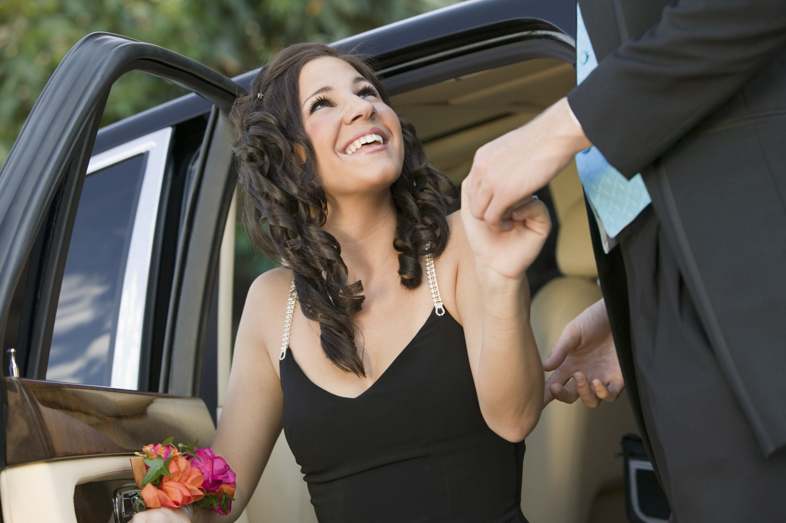 Advantages of Using a Prom Limo for Your Big Night